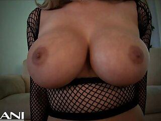 Pornóvideók nézése két barna hajú lány játszik egy Sztriptíz játékot, a vesztes jó minőségű következményekkel szembesül, a leszbikus szőrös pornó kategóriában.