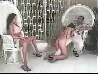 Nézze meg a videót pornó topless a tengerparton nyáron jó minőségű, műfaj, házi pornó, szőrös pina privát.